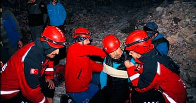 Tırmanışta yaralanan dağcı zor kurtarıldı