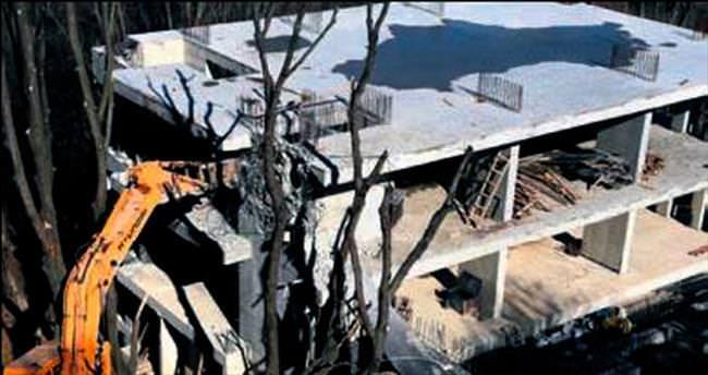Beykoz'da kaçak yapılara yıkım