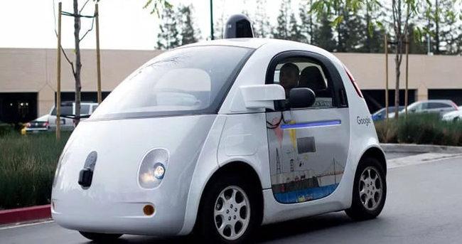 Google'dan kablosuz şarjlı sürücüsüz otomobil