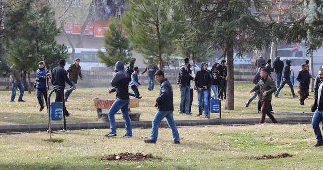 Diyarbakır'da provokatörler sahnede