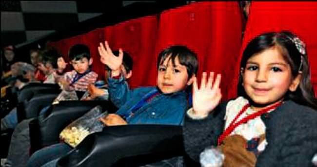 Kreşli miniklere sinema keyfi