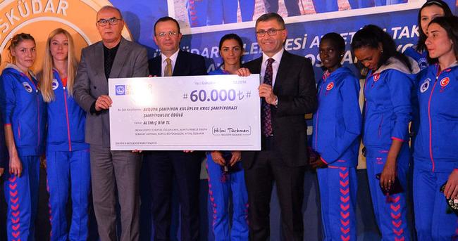 Başkan Türkmen şampiyonları ödüllendirdi