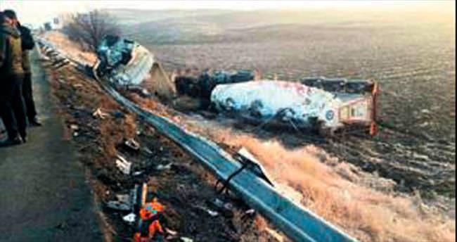 Otobüs ile TIR çarpıştı: 8 yaralı