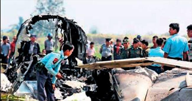 Myanmar'da askeri uçak düştü: 4 ölü