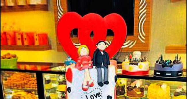 Sevgiyi anlatmanın en tatlı yolu pasta