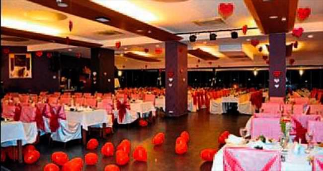 Pırıl Otel, aşk dolu bir gece sunuyor