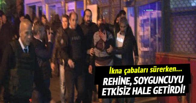İstanbul'da soyguncuyu rehine etkisiz hale getirdi