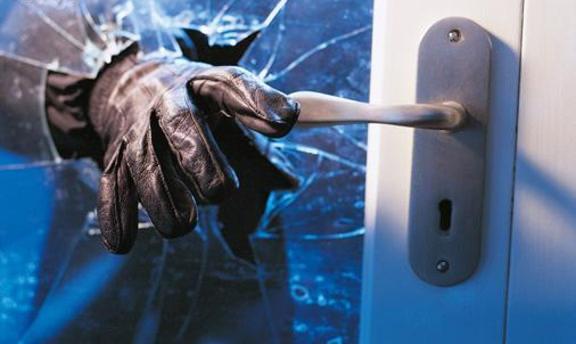 Hırsızlıktan aranan kadın 21. işinde yakalandı