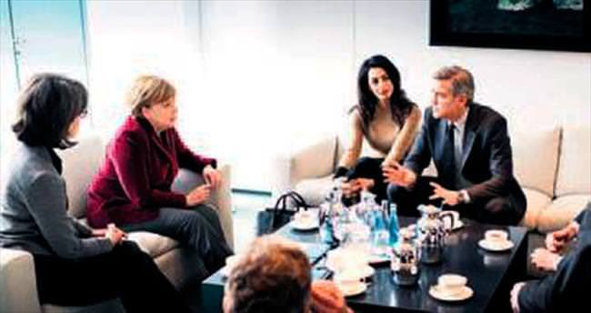 Clooney çifti Merkel'le buluştu