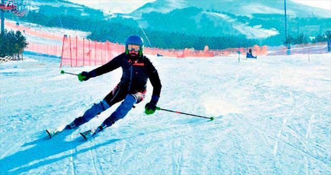 Şampiyon kayakçıdan imza aldı