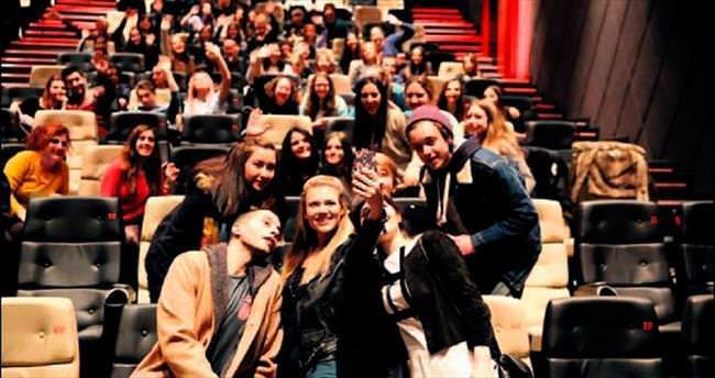 Filmdeki gibi selfie çektiler