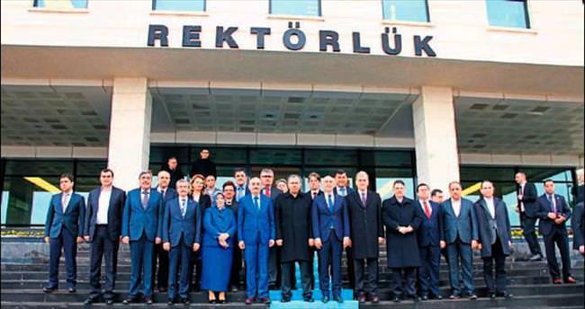 Bakan Müezzinoğlu HKÜ'yü ziyaret etti