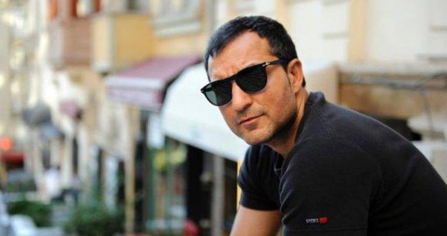 Rafet El Roman: Adeta mecnun oldum