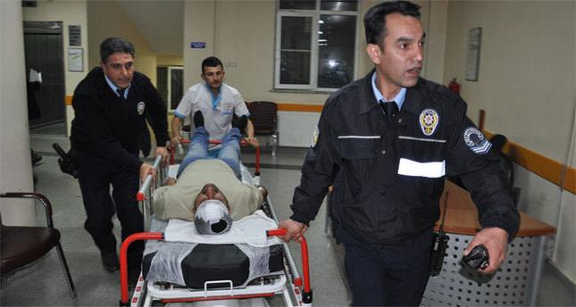 Taşlı sopalı kavga: 1'i polis 3 yaralı