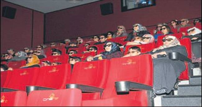 İlk kez torunları ile sinema izlediler