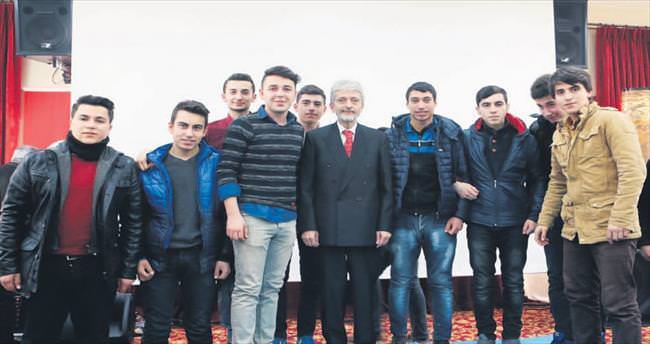 Başkan Tuna gençlerle baş başa