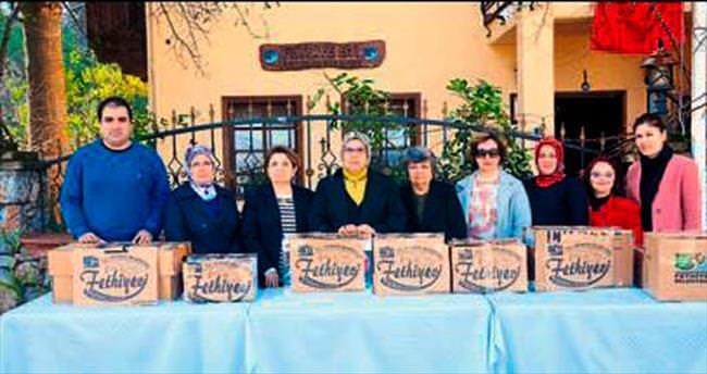 Asker ve polise annelerden dualı yiyecek hediyesi