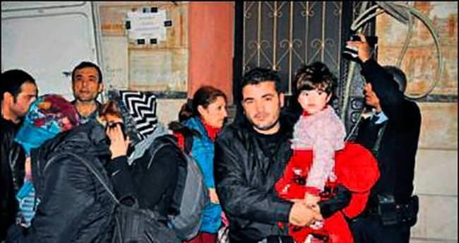 Kaçan minibüsten 43 mülteci çıktı