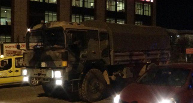 Askeri hareketlilik gece de sürüyor