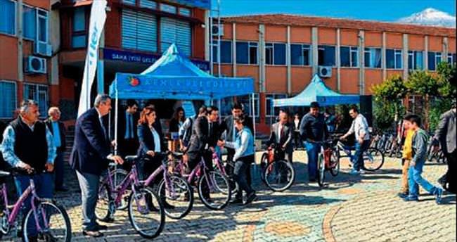 Kemerli öğrenciler bisiklete kavuştu