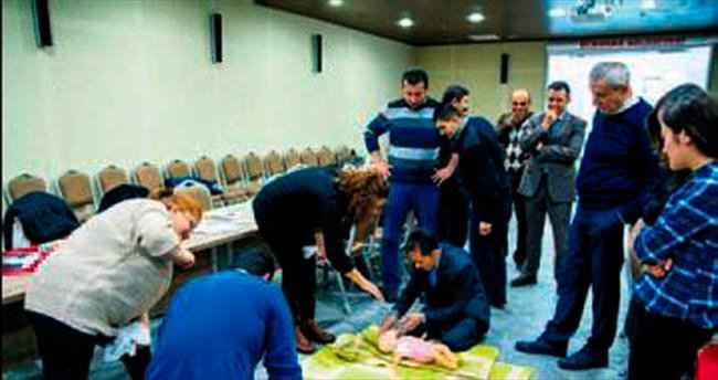 Belediye çalışanına ilk yardım eğitimi