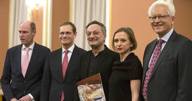 Türk yazar Zaimoğlu'na Berlin Edebiyat Ödülü verildi