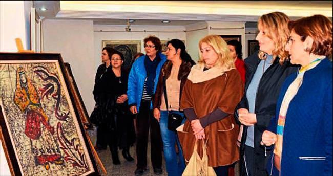 Mumlu batik sergisi açıldı