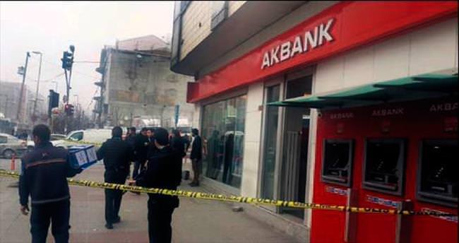 'Üstümde bomba var' diyerek banka soydu