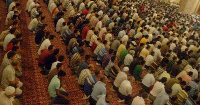 Azerbaycan'da camilerde Türkiye duası