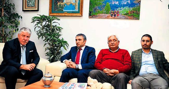 Adana'nın önünü Bakan Sarı açacak
