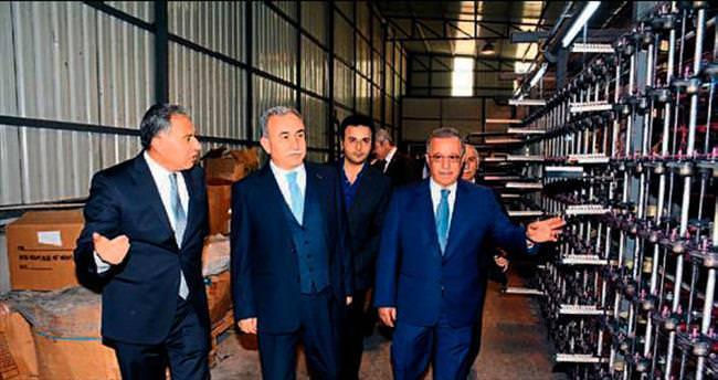 Vali Mustafa Büyük sanayicinin yanında