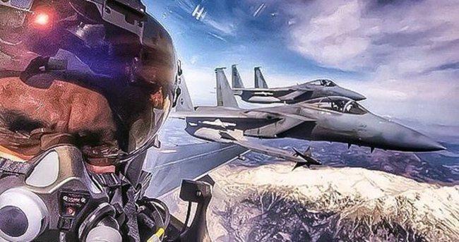 Türk pilotun Suudi pilotlarla selfie'si gündem oldu