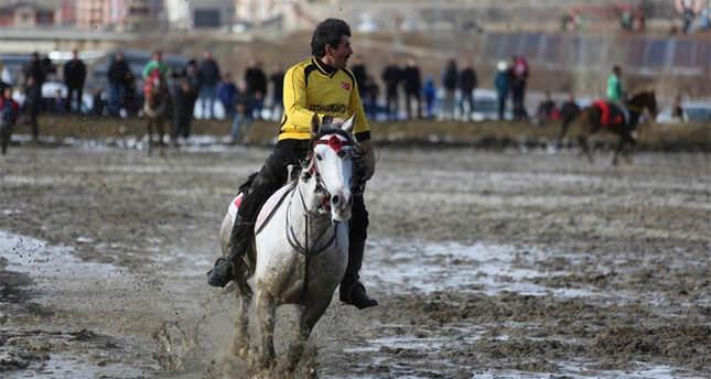 Atların çamurla imtihanı