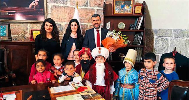 Anaokulu öğrencileri Altan'ı ziyaret etti