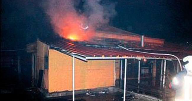 Belediyeye ait tesis yanarak küle döndü
