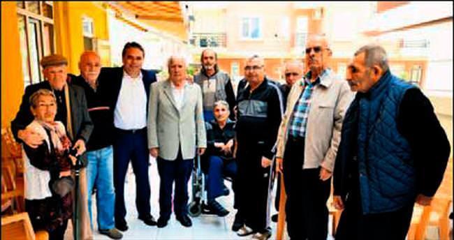 Başkan Uysal'dan yaşlılara ziyaret