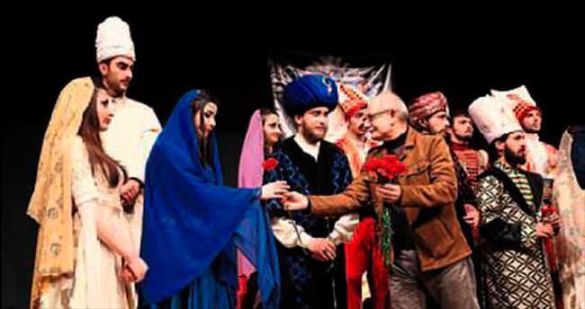 Tiyatro sahnesi tarihi canlandırdı