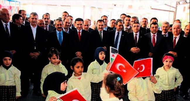 Bakan Eroğlu Suriyeli öğrencileri ziyaret etti