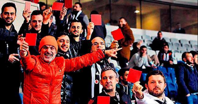 'Futbolun katili Türk hakemleri'