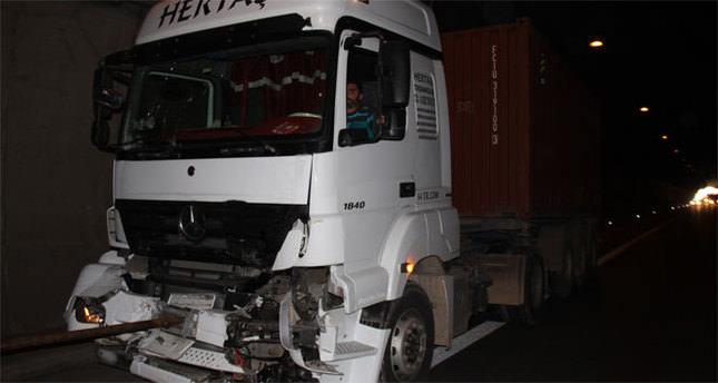 TIR kazası Tem Otoyolu'nu kapattı