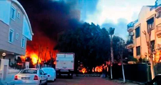 Güzeloba'da çıkan yangın korkuttu