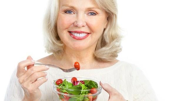 Menopoz döneminde beslenmeye dikkat