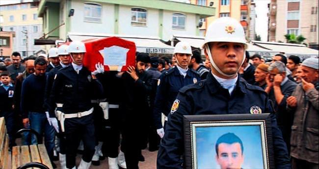 Kazada ölen polis toprağa verildi