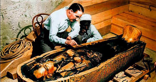 Tutankamon'un mezar odasında iki sır kapı