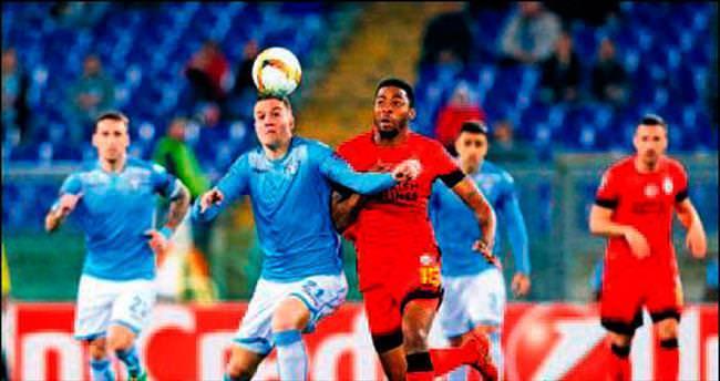 Lazio 12'den vurdu!