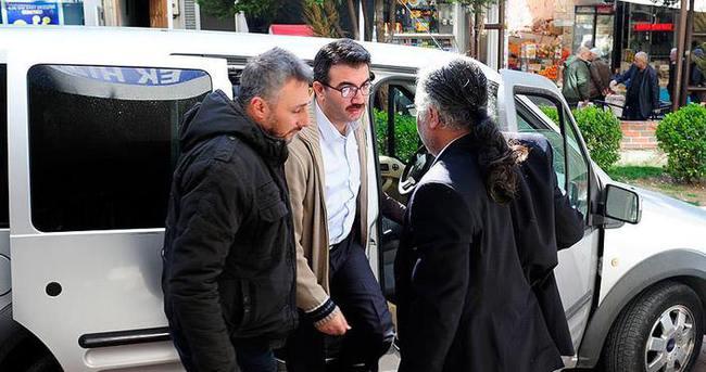 İzmir merkezli FETÖ/PDY operasyonunda gözaltına alınanlar adliyede