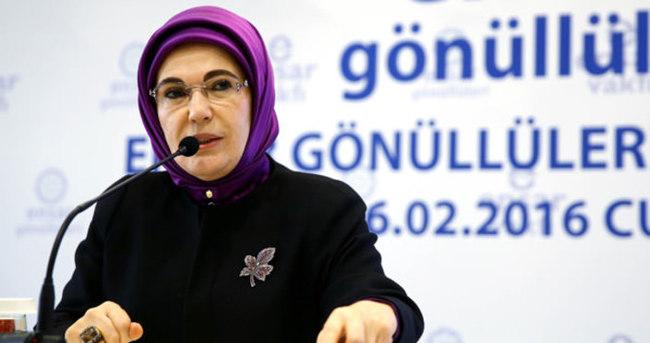 Emine Erdoğan: Bu sorunu yeniden birbirimize tutunarak çözeceğiz