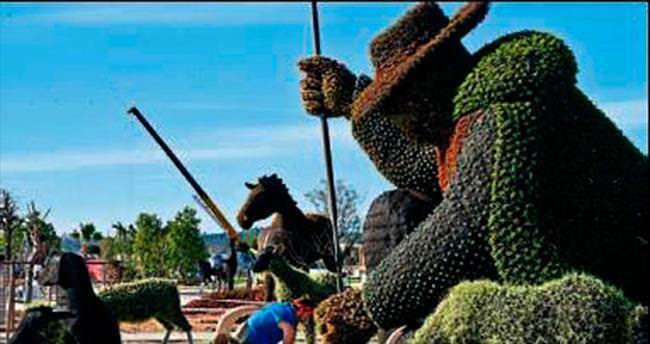 Dünyanın en büyük canlı bitki heykel sergisi