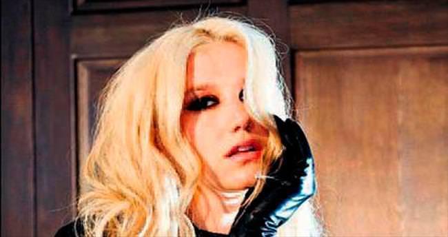 Kesha'ya tam destek