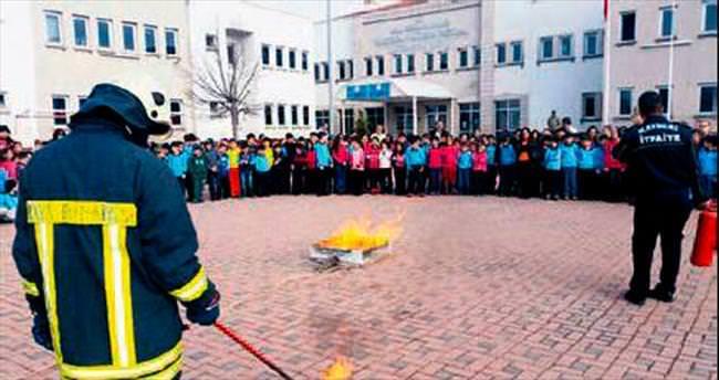 İtfaiye miniklere yangın eğitimi verdi